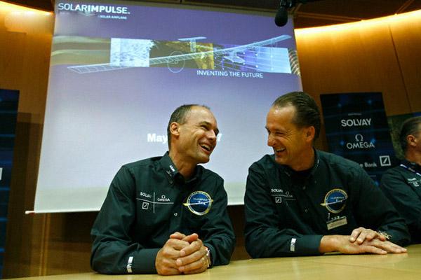 Швейцарцу Бертрану Пиккару и англичанину Брайану Джонсу удалось первыми в мире облететь вокруг света на воздушном шаре.